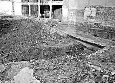 Encuentran restos de la muralla renacentista en las obras de un edificio en el centro histórico